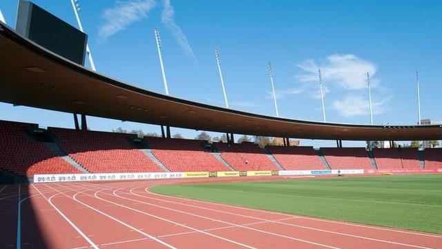 Stadion da ballape cun pista da currer.