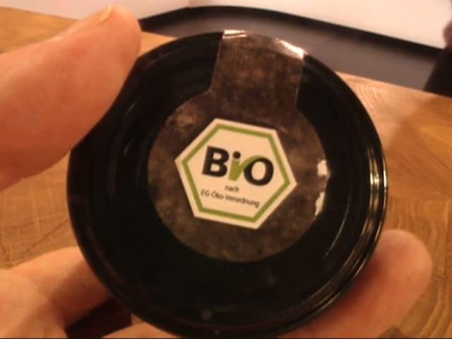 Eu-Bio-Label auf einem Glas mit Pesto-Sauce