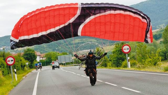Video «Motorgleitschirm: Ein Pilgerflug über Spanien» abspielen