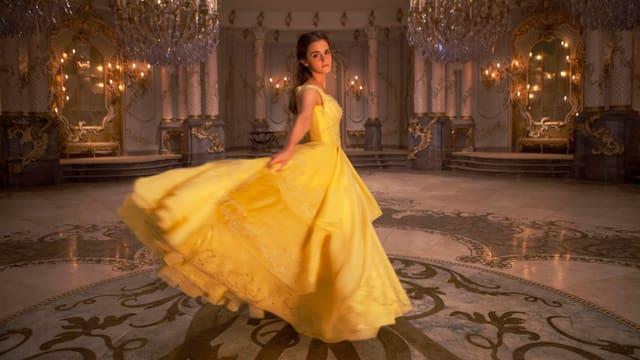 Emma Watson im gelben Ballkostüm als die Schöne.