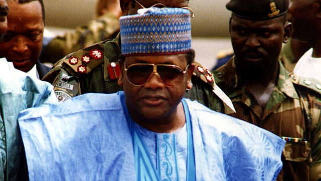 Sani Abacha in traditioneller Kleidung.
