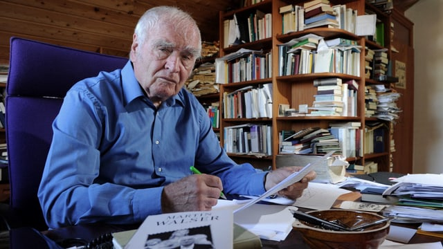 Martin Walser 2011 in seinem Schreibzimmer am Bodensee.