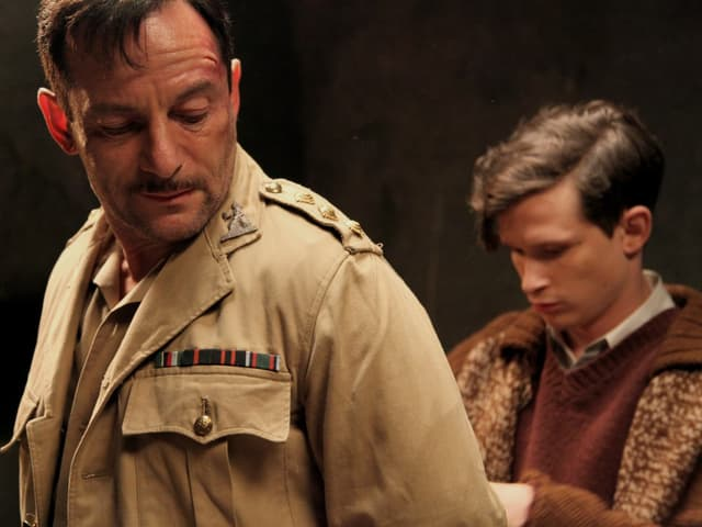 Joel Basman (rechts) als Elisha in «Dawn».