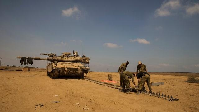 Isarelische Soldaten ausserhalb des nördlichen Gazastreifens.