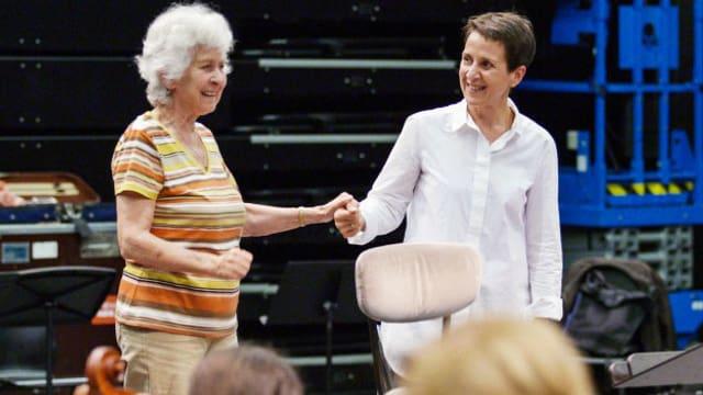 Video «MAESTRAS – der lange Weg der Dirigentinnen ans Pult» abspielen