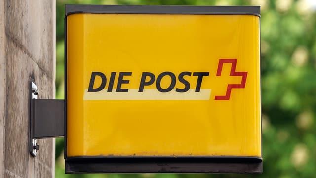Schild eines Postbüros.