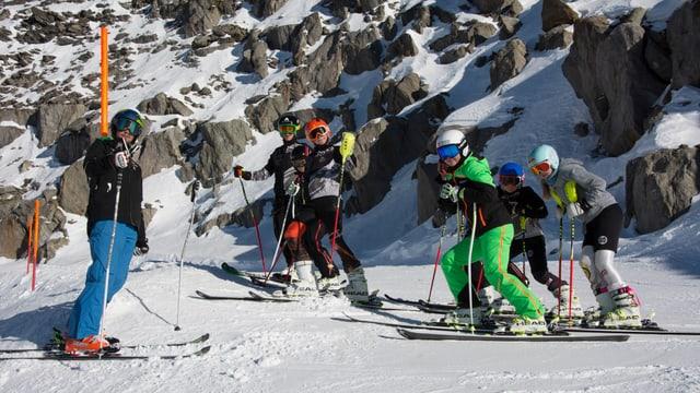 Kinder und Jugendliche auf Skipiste