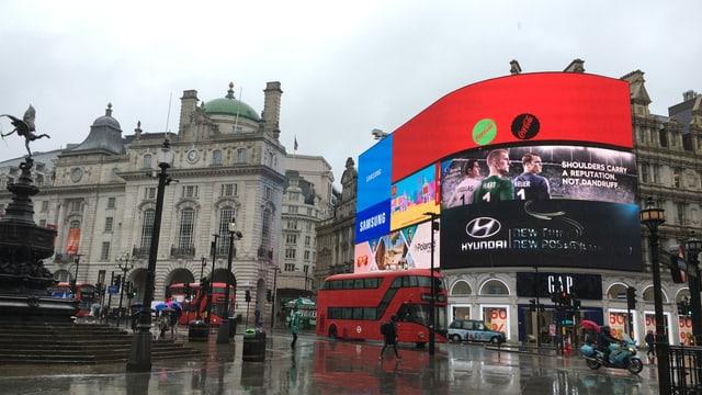 Il maletg mussa la plazza da Piccadilly Circus a Londra