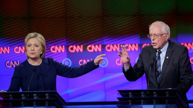 Clinton und Sanders bei einer TV-Debatte