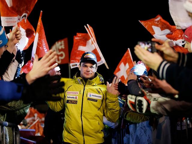 Patrick Küng zwischen Fans.