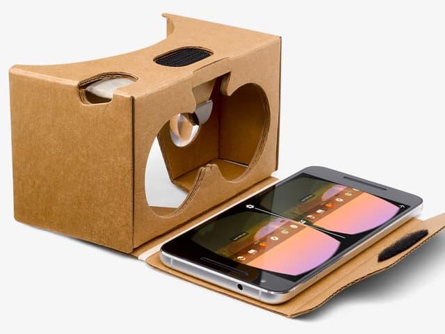 Eine Kartonbox von Google verspricht erste Gehversuche in der virtuellen Welt für wenig Geld.