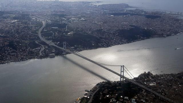 Die Bosporus-Brücke in Istanbul heisst nun «Brücke der Märtyrer des 15. Juli»