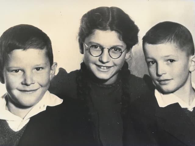 Zwei Jungen und ein Mädchen.