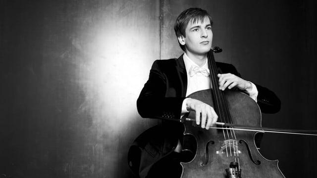 Christoph Croisé spielt Cello.