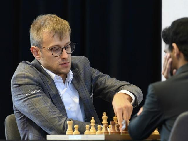 Noël Studer beim Schachspiel