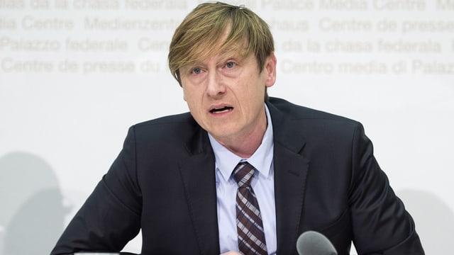 Stefan Meierhans durant ina conferenza da medias.