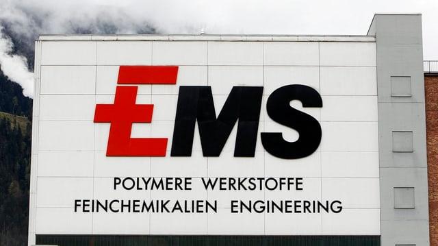 il bajetg da la EMS Chemia cun il logo