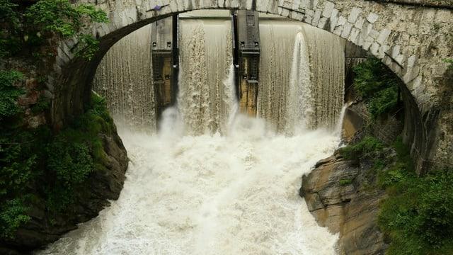 Wasserschwelle in Wimmis.