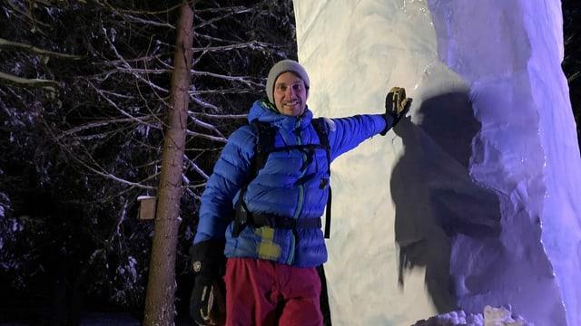 Mika Schell dasper sia sculptura da glatsch.