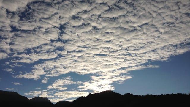 Wolkenschicht über Zweisimmen.