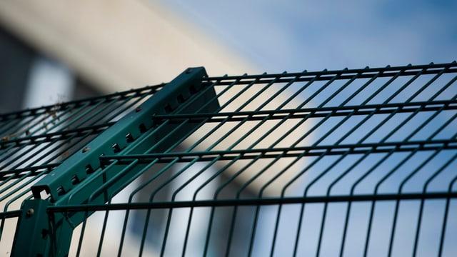 Symbolbild: Zaun einer psychiatrischen Klinik.