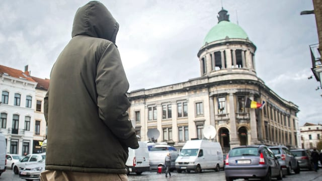 Rückenansicht eines Muslims in Belgien