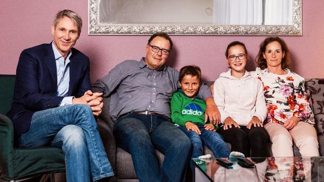 «Tagesschau»-Moderator Franz Fischlin mit Familie Sommavilla in Uetikon am See.