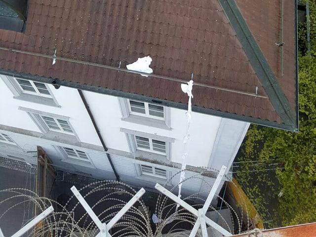 Dach mit Leintüchern.