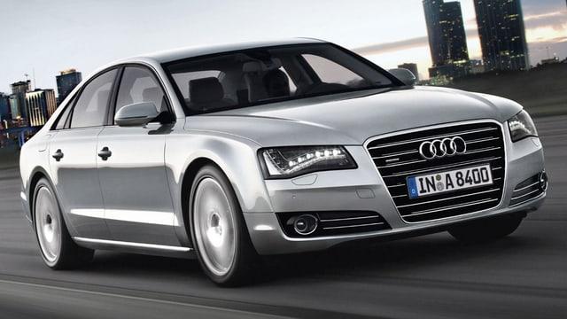 Ein silberner Audi A8