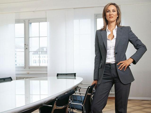 Carolina Müller-Möhl in einem grauen Anzug.