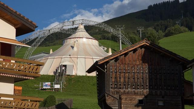 La tenda a Cuort tschiffa varga 600 persunas