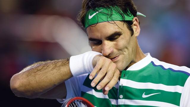 Roger Federer sin la plazza da tennis.