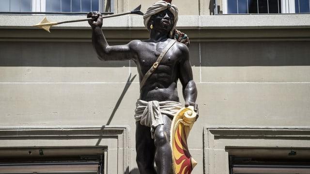 Die Statue eines kriegerischen schwarzen Königs wurde mittlerweile verhüllt.