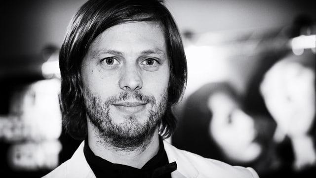 Schwarz-weisse Porträtaufnahme des 1977 geborenen belgischen Regisseurs und Drehbuchautors Felix Van Groeningen.