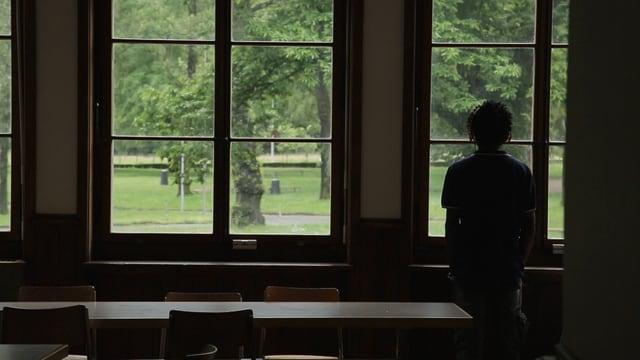 Warten auf den Asylbescheid:  Asylsuchender im Bundeszentrum in Losone