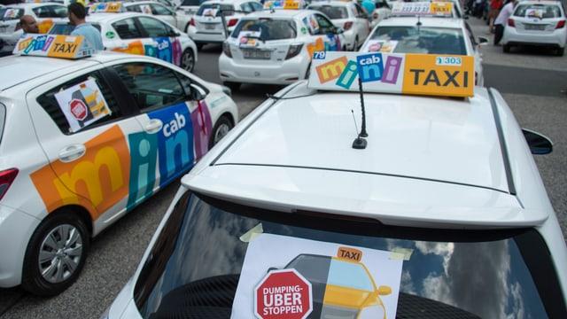 Versammlung von Basler Taxis