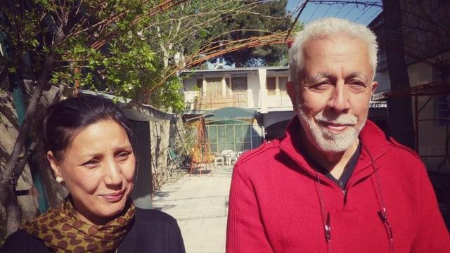 Ashraf Shahalemi neben einer Frau