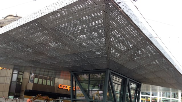 Das neue Markenzeichen des umgebauten Busbahnhofes von Winterthur: Der «Riesenpilz».