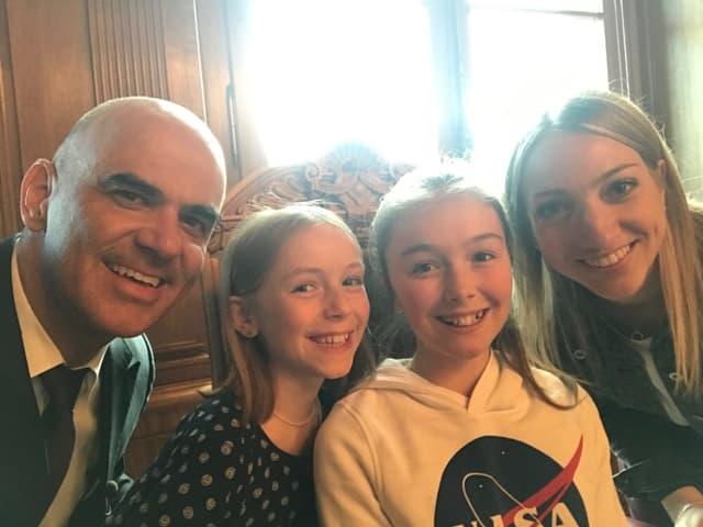 Selfie von Alain Berset, Silja, Livia und Anna.