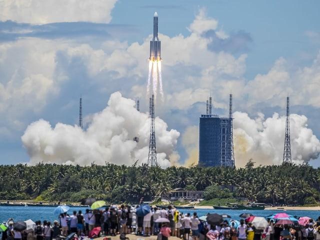 Start der ersten Mars-Mission Chinas in Hainan