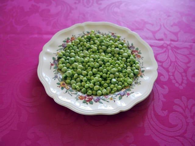 Erbsen auf einem Teller