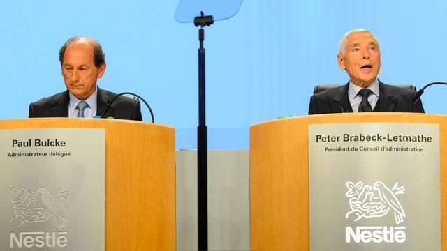 Paul Bulcke e Peter Brabeck vid pult da conferenza