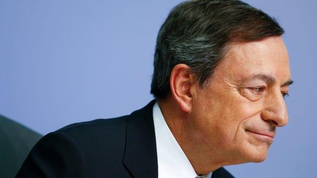 Mario Draghi mit verschmitztem Lächeln an der EZB-Medienkonferenz