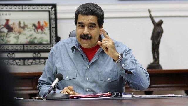 Maduro en ses biro.