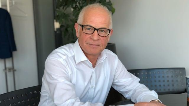 Roland Dähler in seinem Büro in Teufen.