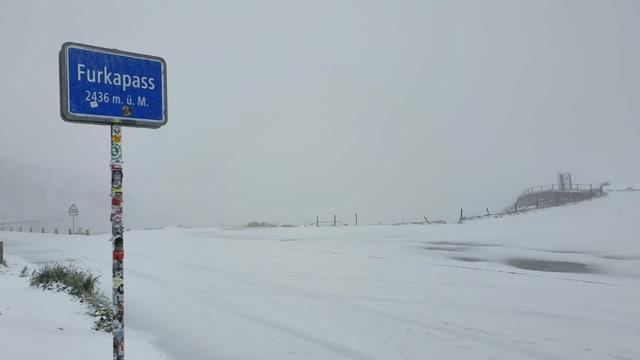 Auf dem Furkapass hat es am Sonntag geschneit.
