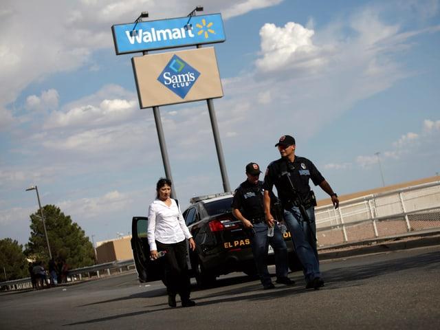 Auto mit Polizisten