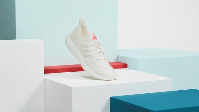Ausgestellter Sneaker