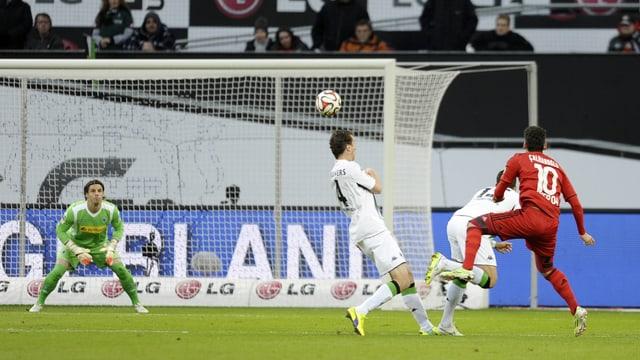 Mönchengladbach-Schlussmann Yann Sommer schaut konzentriert.