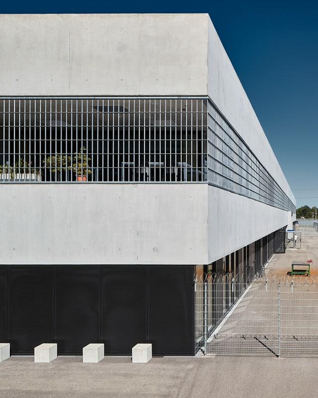 Ein moderner Gefängnisbau.